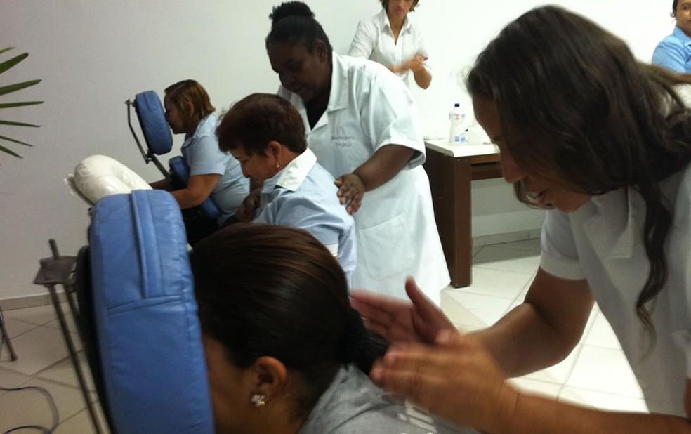 Deficientes visuais promovem sessões de massoterapia em Fortaleza  (Foto: Dhiego Maia/G1)