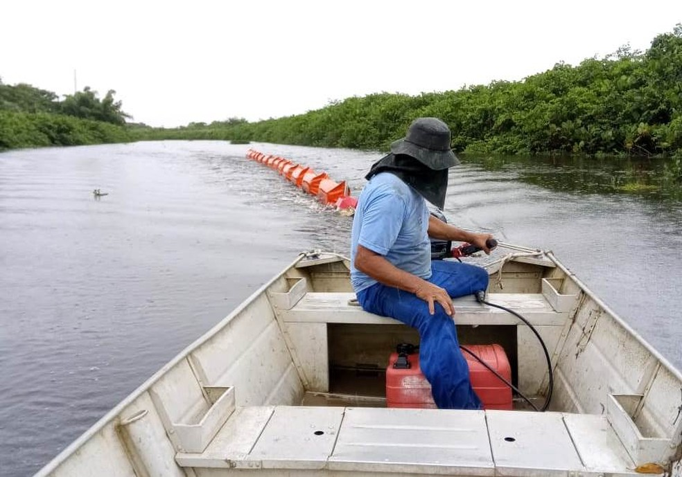 Proteção do Rio Itaúnas contra o óleo — Foto: Divulgação/Prefeitura de Conceição da Barra