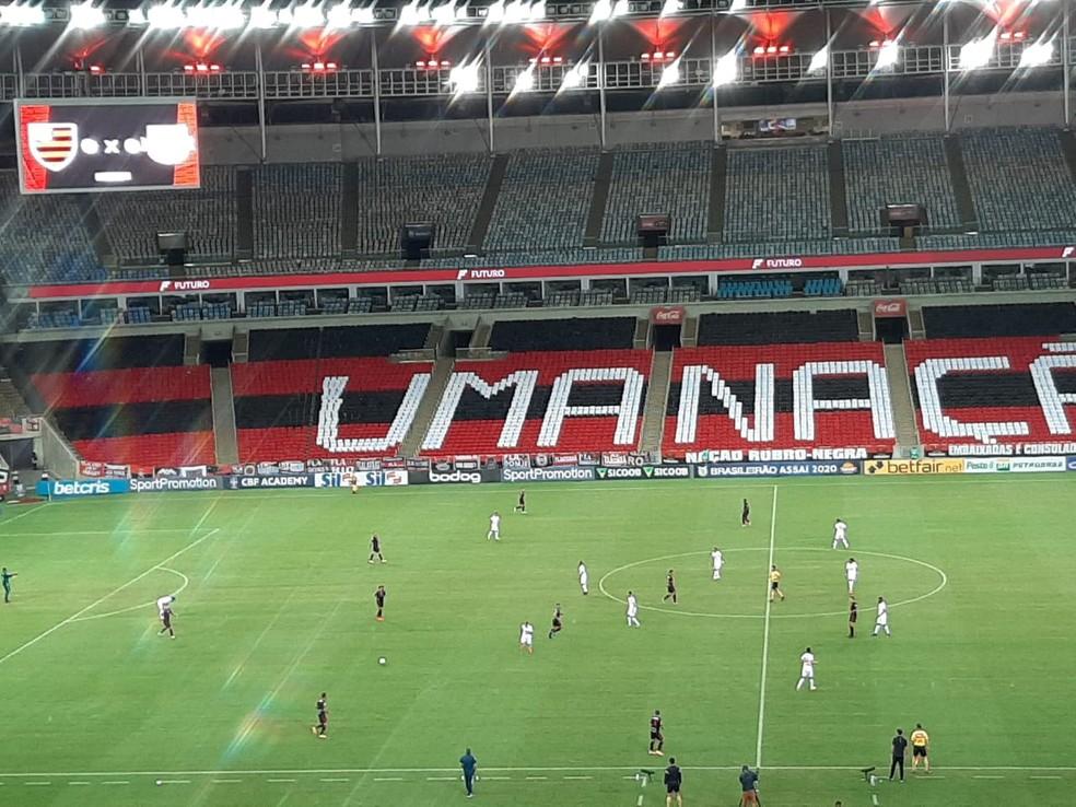 Defesa do Bragantino marca em linha alta e dá espaço pelos lados: Flamengo não tinha um jogador para explorar os flancos — Foto: Felipe Schmidt