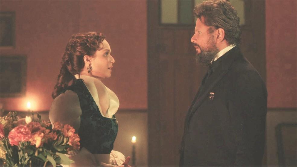 Luísa (Mariana Ximenes) se preocupa por estar grávida de Pedro II (Selton Mello) em 'Nos Tempos do Imperador' — Foto: Globo
