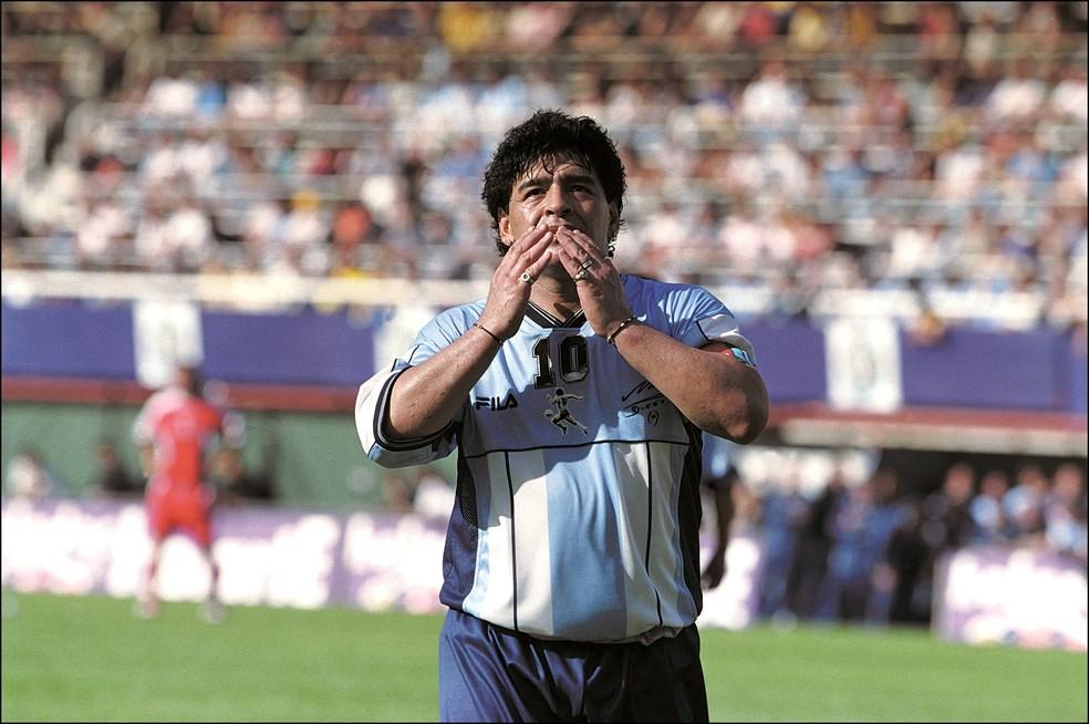 """Maradona, em sua despedida do futebol, na Bombonera, em 2001: """"Errei e paguei, mas o que fiz em campo não se apagou"""" — Foto: Rafael Wollmann/Getty Images"""