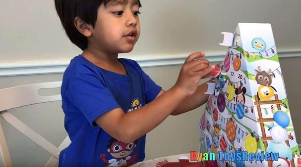 Menino de seis anos ganha R$ 36 mi por ano desempacotando brinquedos (Foto: Reprodução/Instagram)