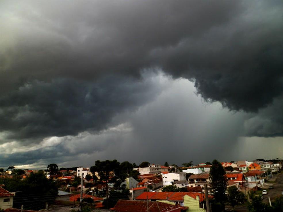 Calor, junto ao excesso de umidade, provoca temporais, diz Simepar — Foto: Bruna Cecilia Ivaniuta/Arquivo Pessoal