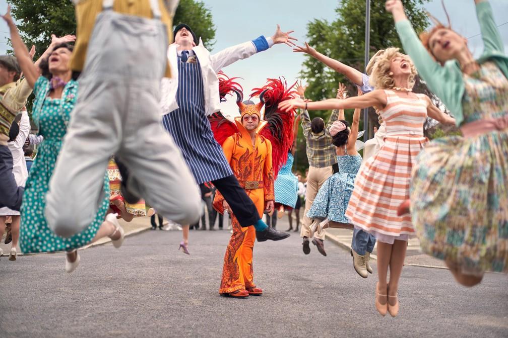 Taron Egerton é Elton John em 'Rocketman' — Foto: Divulgação