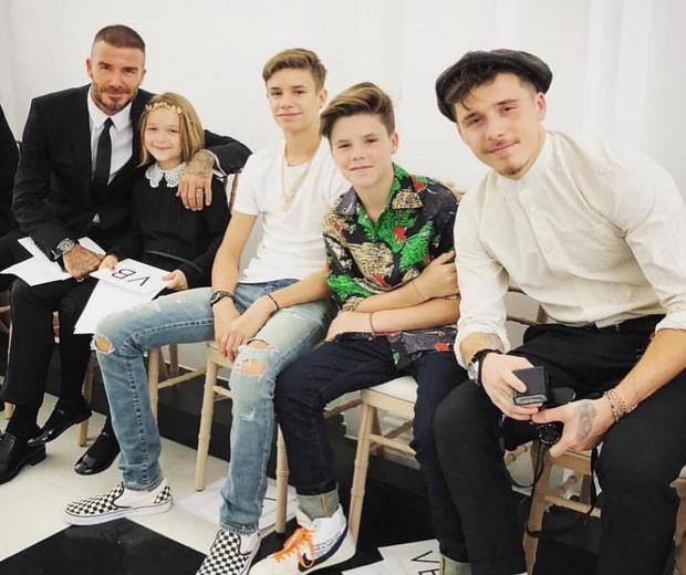 David Beckham e os quatro filhos: Harper, Romeo, Cruz e Brooklyn (Foto: Reprodução Instagram)