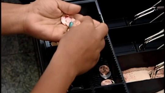 Comerciantes criam promoções e brindes para conseguir moedas em Araxá