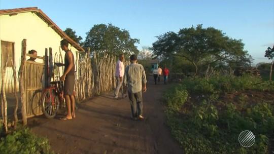 Famílias que moram perto da BR-116, na Bahia, reclamam de rachaduras em casas após obras na rodovia