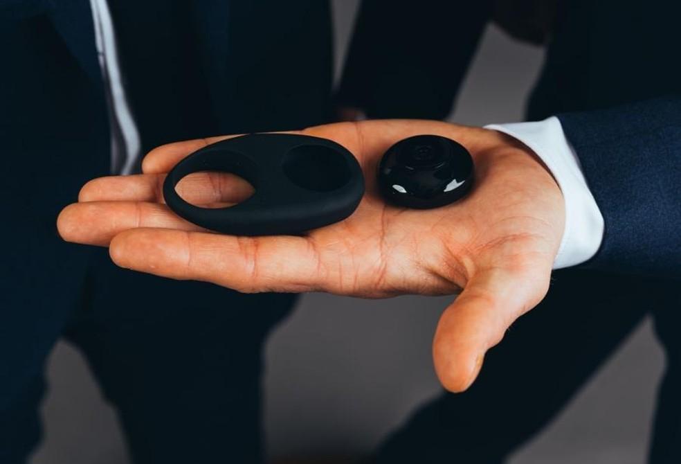 Câmera sexual tem design simples e cabe na palma da mão — Foto: Divulgação/TheCockCam