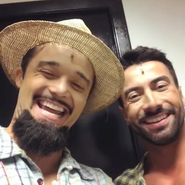 Ubiracy Brasil e Luiz Carlos Araújo nos bastidores do musical Dois Filhos de Francisco, encenado em São Paulo, em 2017 (Foto: Reprodução/Instagram)