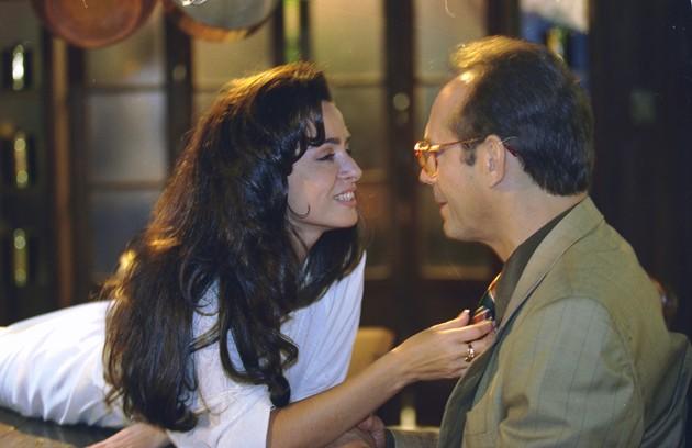 Com Cláudia Ohana em cena de 'A póxima vítima' (Foto: TV Globo)