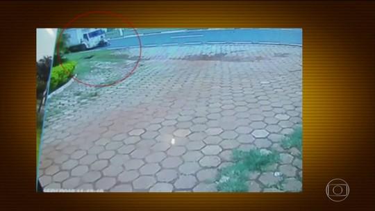 Motociclista é arrastada por caminhão e sobrevive, em SP