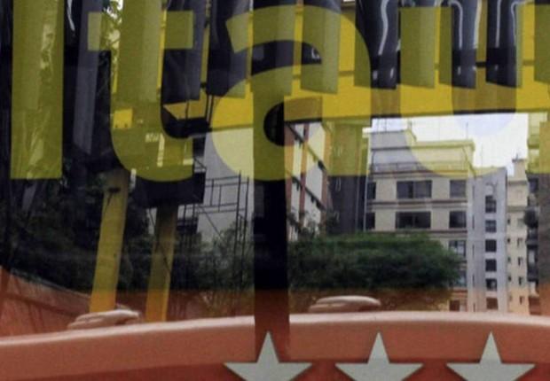 Logo do banco Itaú Unibanco é visto na fachada de agência na Paulista (Foto: Nacho Doce/Reuters)