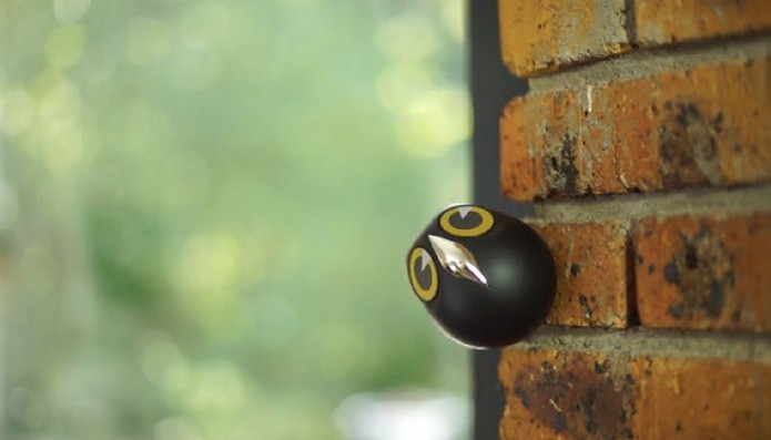 Ulo fica presa em qualquer lugar graças a imãs adesivos (Foto: Reprodução/Kickstarter)