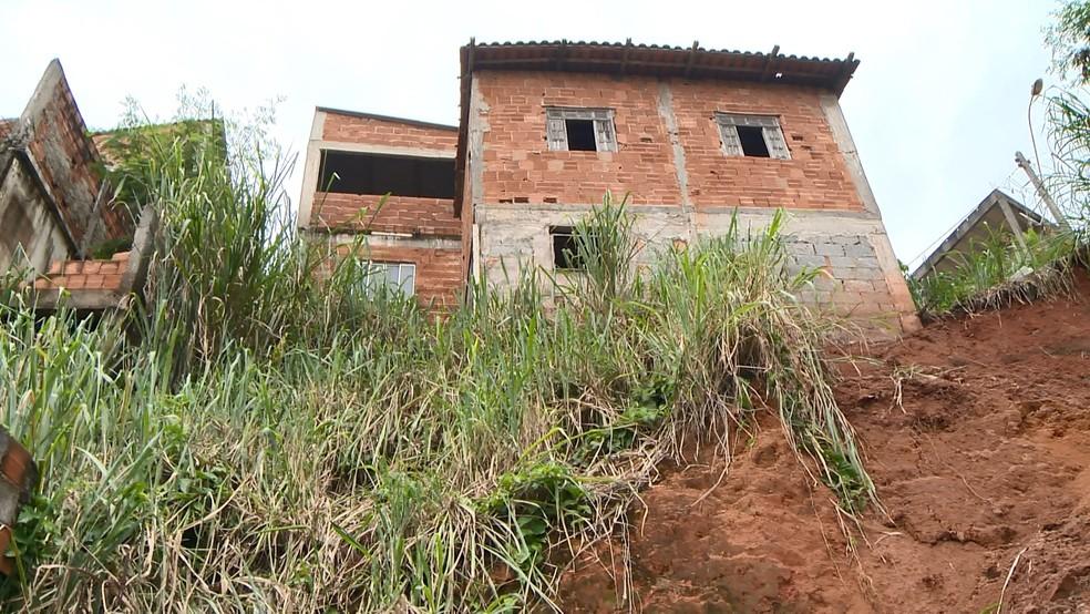 Famílias que vivem em encostas no Espírito Santo temem viver tragédias — Foto: Reprodução/ TV Gazeta