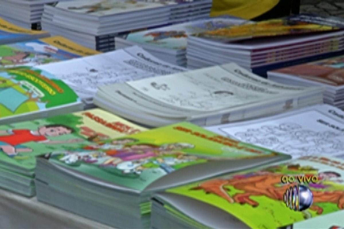 Projeto 'Caravana da Leitura' oferece livros a R$ 2 no Largo do Rosário, em Mogi das Cruzes