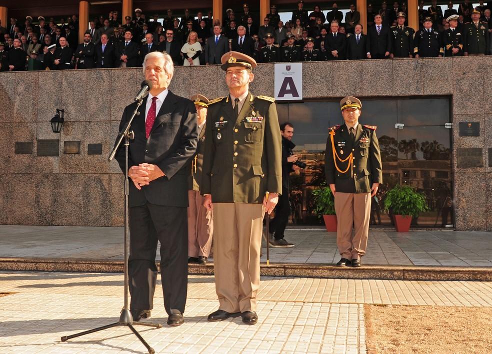 Presidente do Uruguai Tabaré Vazquez com chefe do Exército Guido Manini Ríos — Foto: Divulgação/Presidência Uruguai