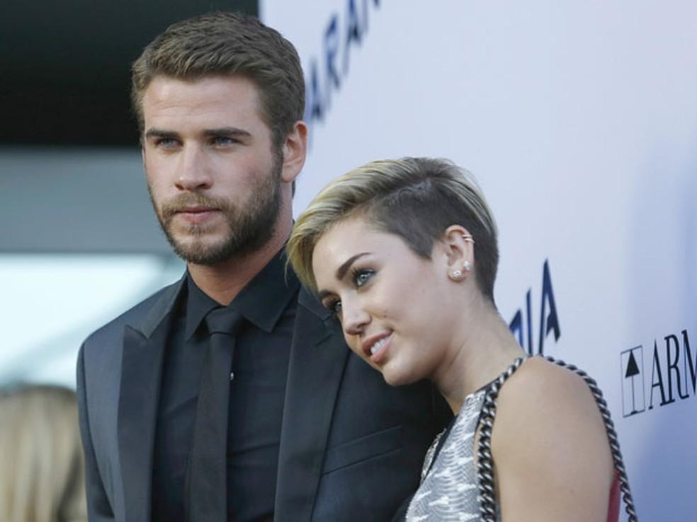 O ator Liam Hemsworth e a atriz e cantora Miley Cyrus na première de 'Paranoia', em Los Angeles, em foto de 8 de agosto de  2013 — Foto: Mario Anzuoni/Reuters