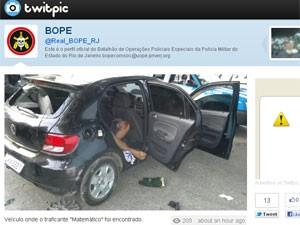 Bope publica no Twitter foto do carro com o corpo do traficante 'Matemático' (Foto: Reprodução/Twitter)