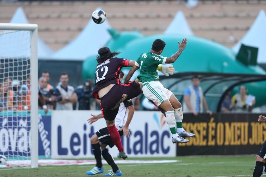 Dudu vence Cássio e faz o gol da vitória do Palmeiras — Foto: Alex Silva/Estadão Conteúdo