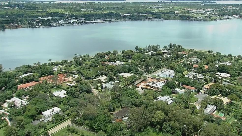 Residências em área da Península dos Ministros, no Lago Sul, em Brasília  — Foto: TV Globo/Reprodução