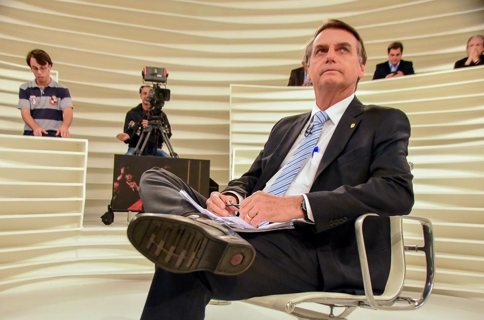 O deputado federal Jair Bolsonaro, candidato do PSL à Presidência da República, durante entrevista no Roda Viva (Foto: Ronaldo Silva/Futura Press/Estadão Conteúdo)