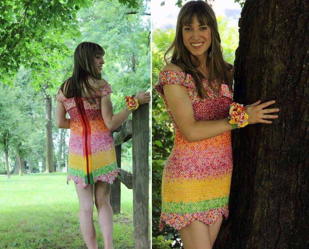 Emily e o vestido feito só com papéis de bala