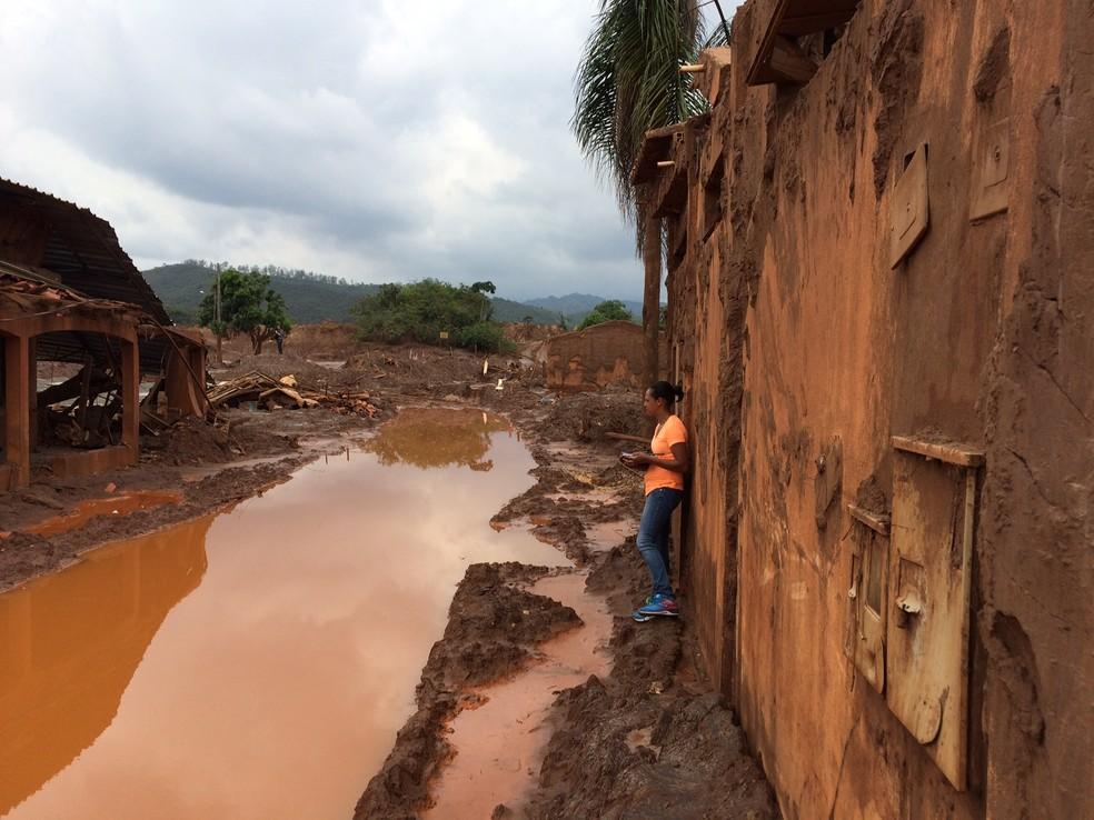 Distrito de Bento Rodrigues ficou devastado pelo 'mar de lama' da Samarco (Foto: Flávia Mantovani/G1)