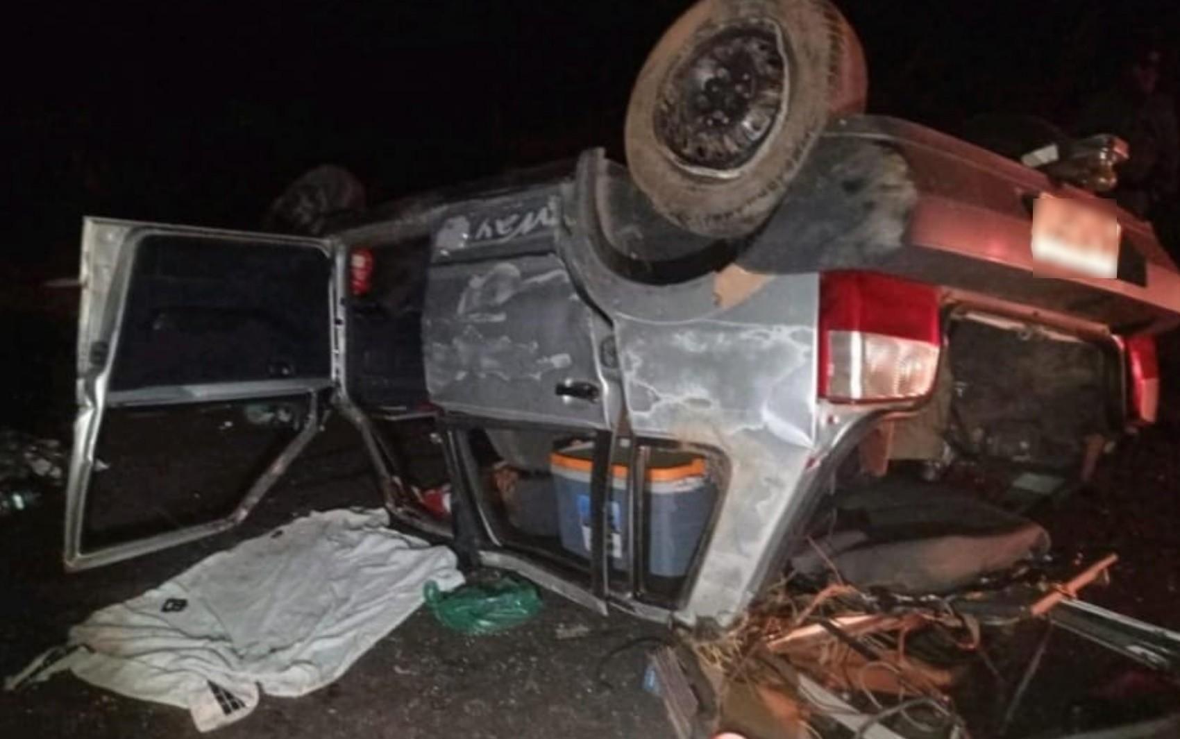 Motorista morre e duas pessoas ficam feridas após carro capotar na GO-020, em Bela Vista de Goiás