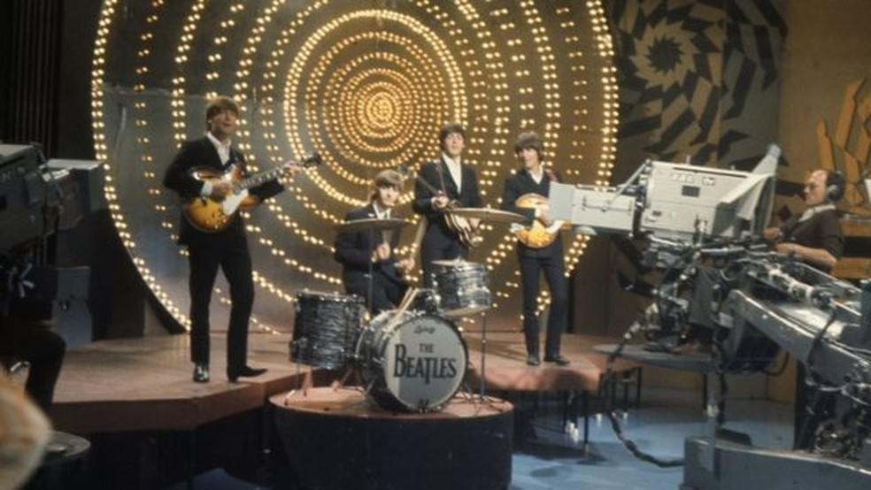 Beatles em apresentação na BBC em 1966; influência da banda britânica se estendeu para diversos estilos musicais — Foto: BBC