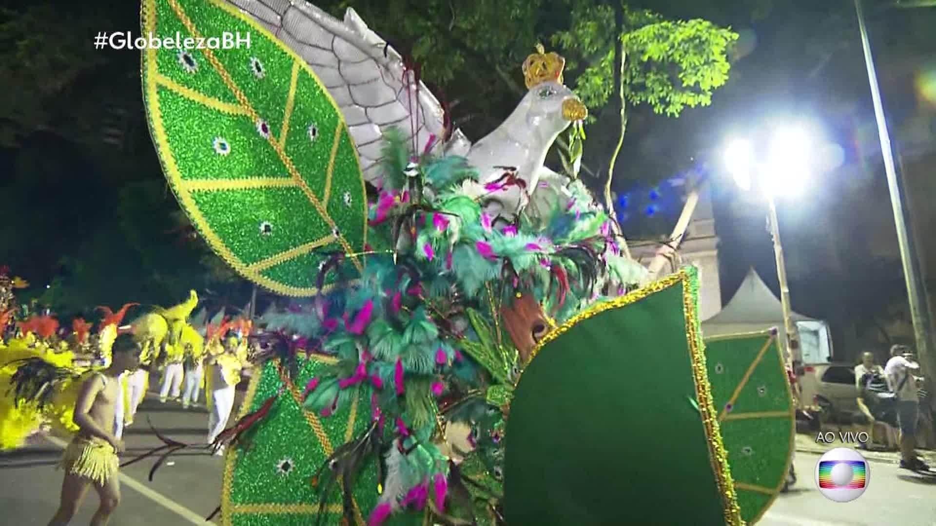 VÍDEOS: Veja os desfiles das escolas de samba de BH