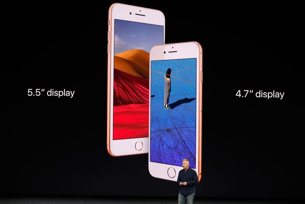 iPhone 8 e 8 Plus chegam ao Brasil nesta sexta-feira (3). Além da tela maior, 8 Plus tem duas câmeras traseiras e display de maior resolução (Foto: Stephen Lam/Reuters)