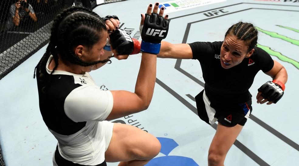Talita Bernardo acabou sofrendo com a falta de preparação para o UFC Roterdã (Foto: Getty Images)