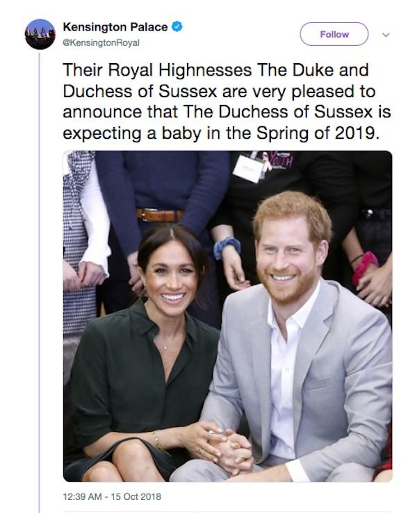 O anúncio feito pelos assessores da família real britânica que Meghan Markle e Harry estão esperando por seu primeiro filho (Foto: Twitter)