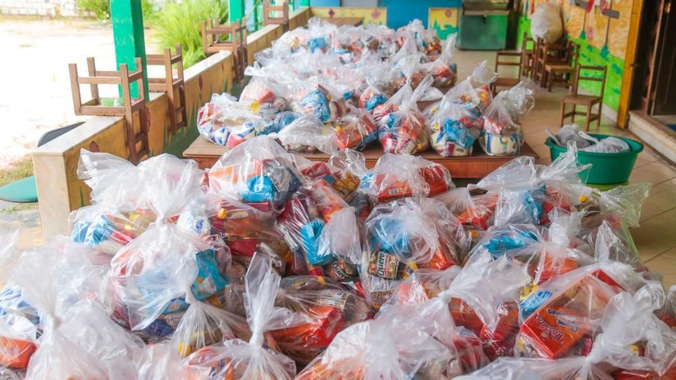 Kits de alimentação escolar distribuídos às escola de Santarém, no Pará — Foto: Agência Santarém/Divulgação