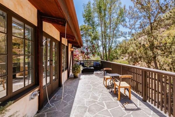 A casa em Beverly Hills vendida pela cantora Cher por US$ 2,5 milhões (Foto: Divulgação)