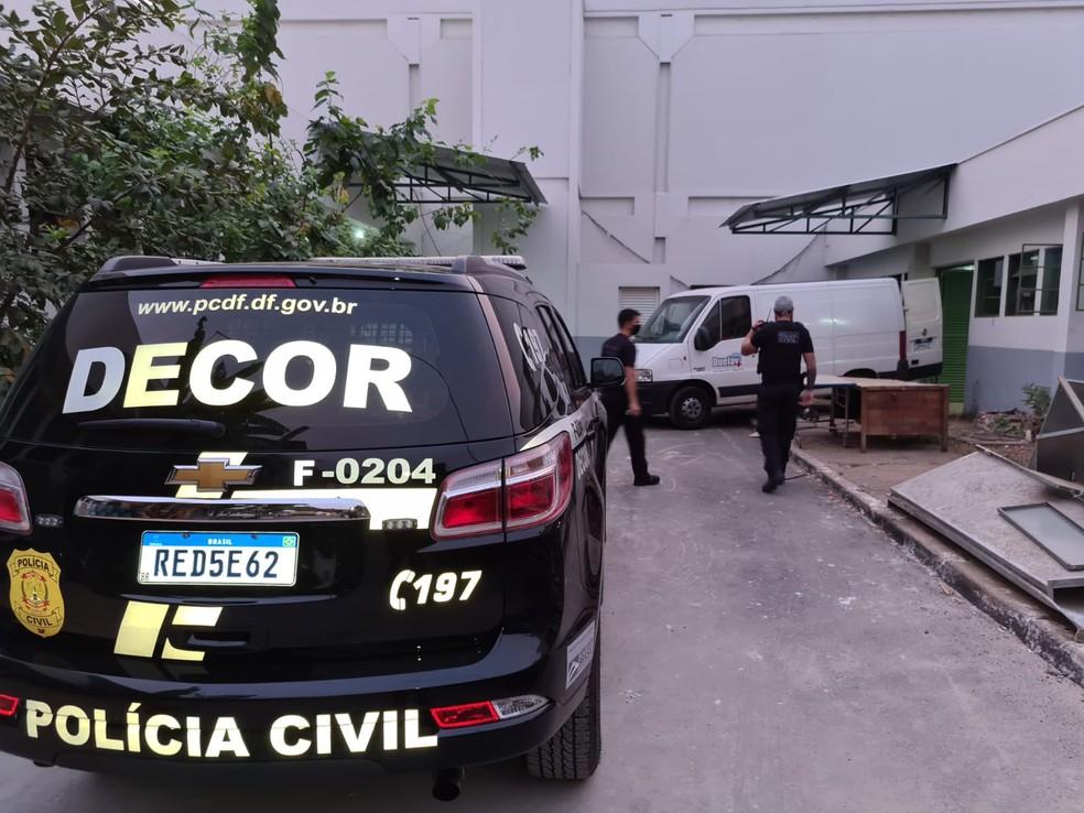 Policiais civis investigam lavanderia de hospital público do DF — Foto: PCDF/Divulgação