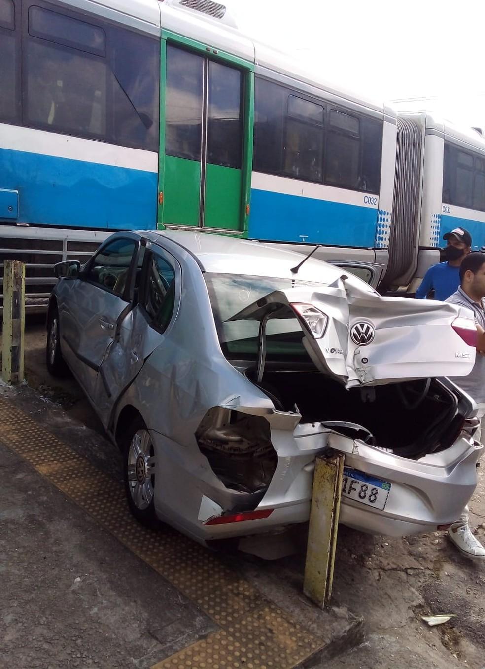 Trem atingiu carro em na Zona Leste de Natal — Foto: Redes sociais