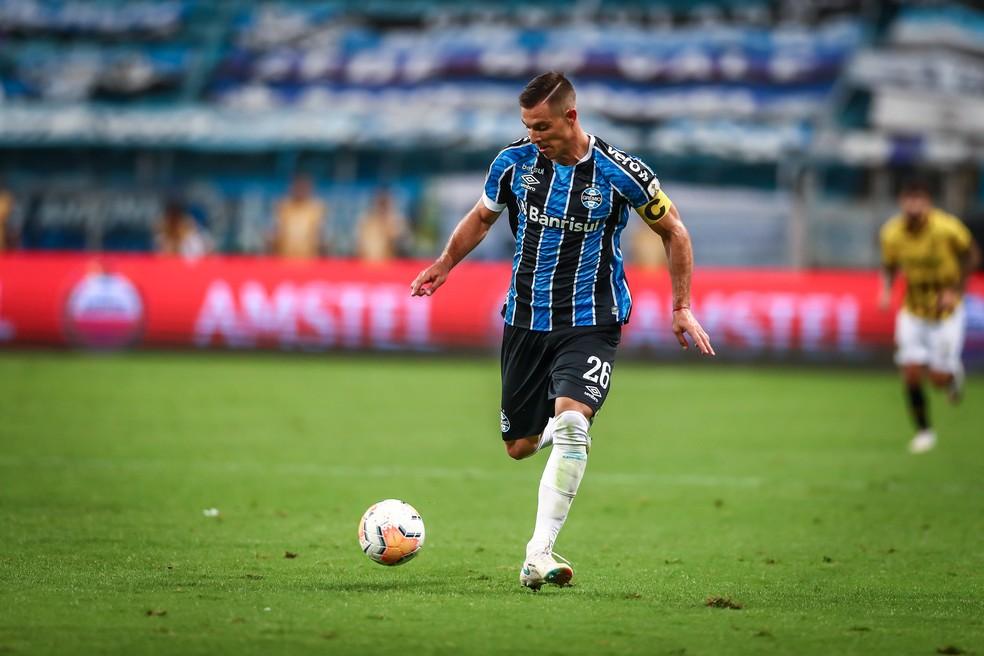 Diego Churín com a braçadeira de capitão do Grêmio — Foto: Lucas Uebel/DVG/Grêmio