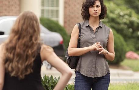A atriz brasileira Morena Baccarin descobriu que estava grávida pouco antes de começar a gravar a terceira temporada de 'Homeland'. A barriga da atriz foi escondida na série Reprodução da internet