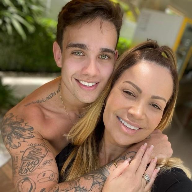 Rafa Almeida e a mãe, Solange Almeida (Foto: Reprodução do Instagram)