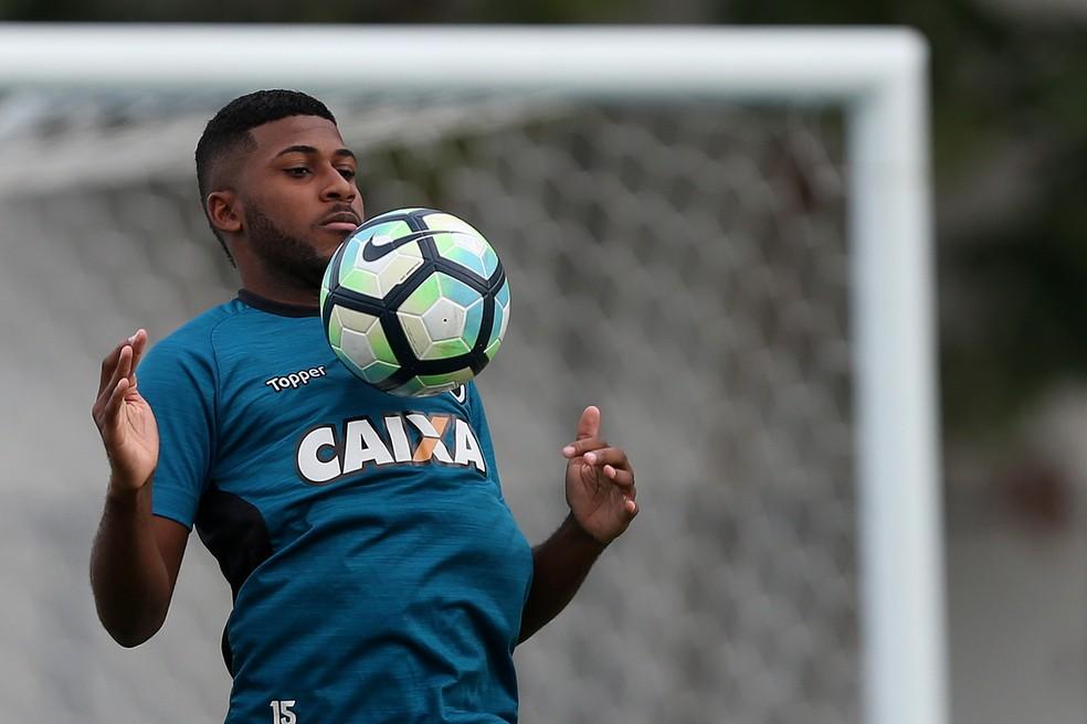 Emerson Santos pode ser o reforço para a defesa do Corinthians (Foto: Vitor Silva/SSPress/Botafogo)