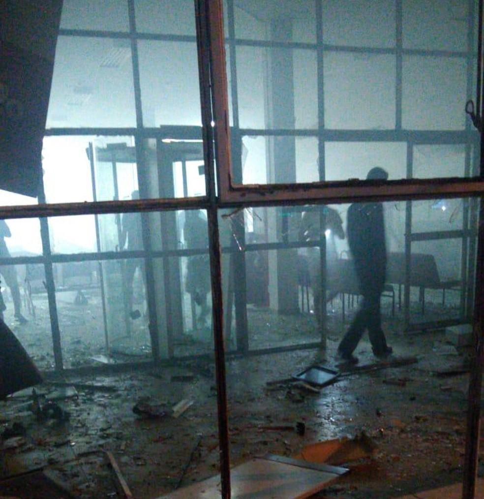 Criminosos explodiram parte da agência do Bradesco em Rio Maria.  — Foto: Reprodução/ TV Liberal