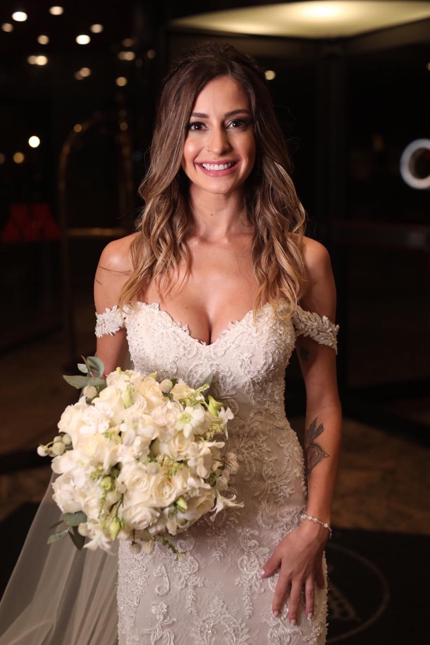 Tamy Contro escolheu a estilista espanhola Rosa Clará para fazer seu vestido (Foto: MMS Fotografia)
