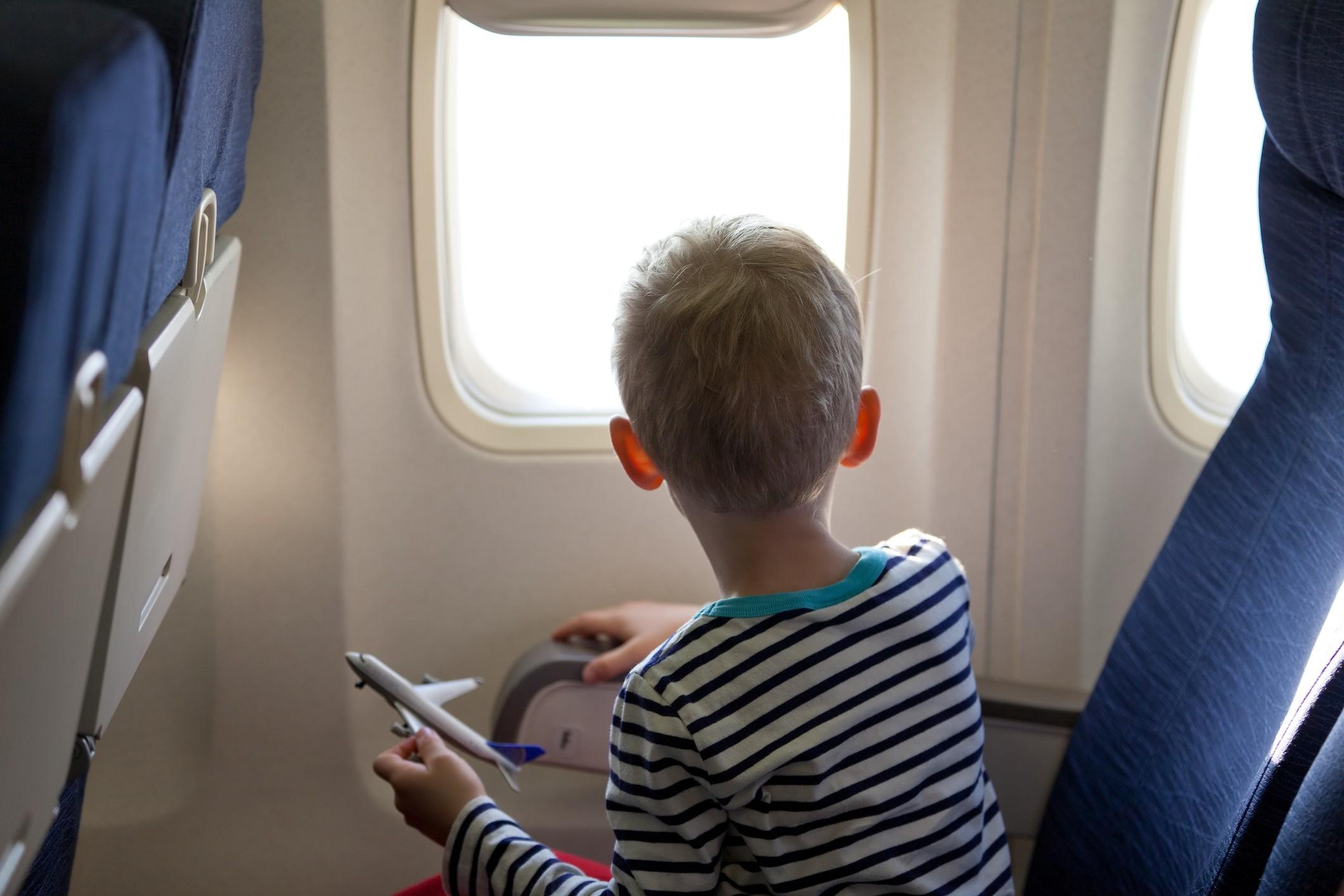 O menino estava brincando dentro do avião e o passageiro se irritou (Foto: Thinkstock)