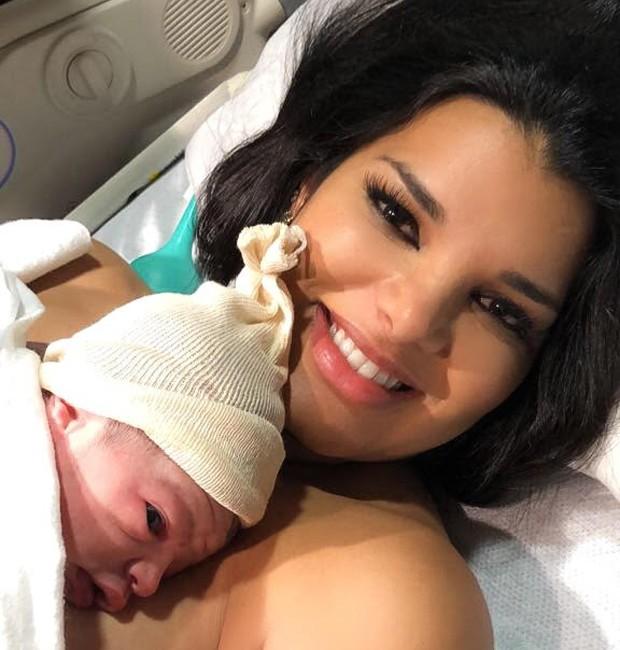 Juliane Almeida com o filho, Michael (Foto: Divulgação)