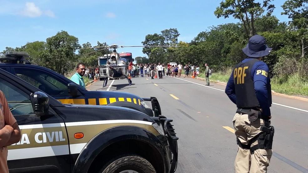 Vítimas foram levadas para hospitais no helicóptero da PM  (Foto: Ana Cláudia Mendes/ Inter TV)