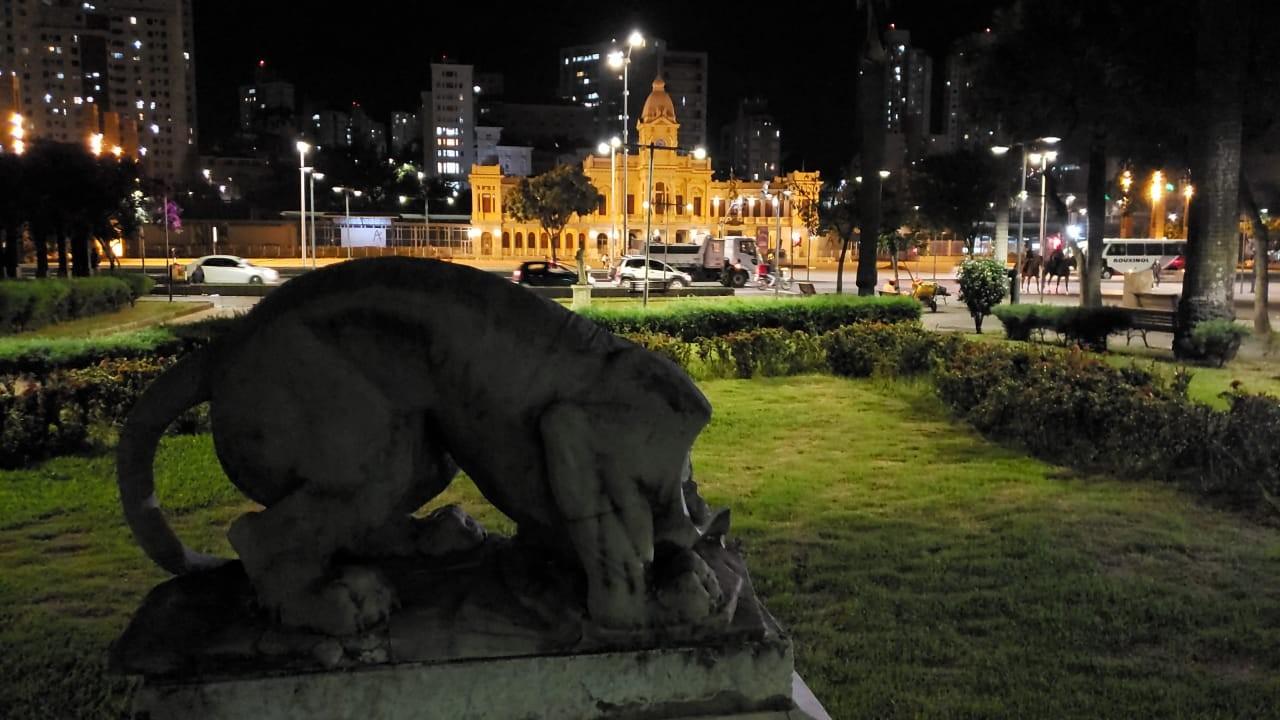Cabeça de estátua de leão é arrancada em praça no centro de Belo Horizonte