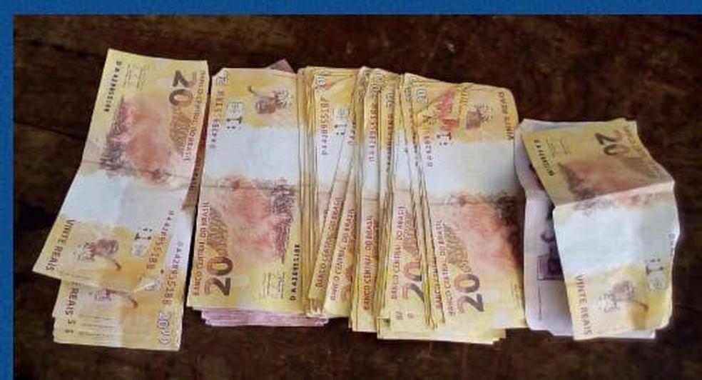 Jovem é preso com R$ 1,9 mil em notas falsificadas em Petrolândia