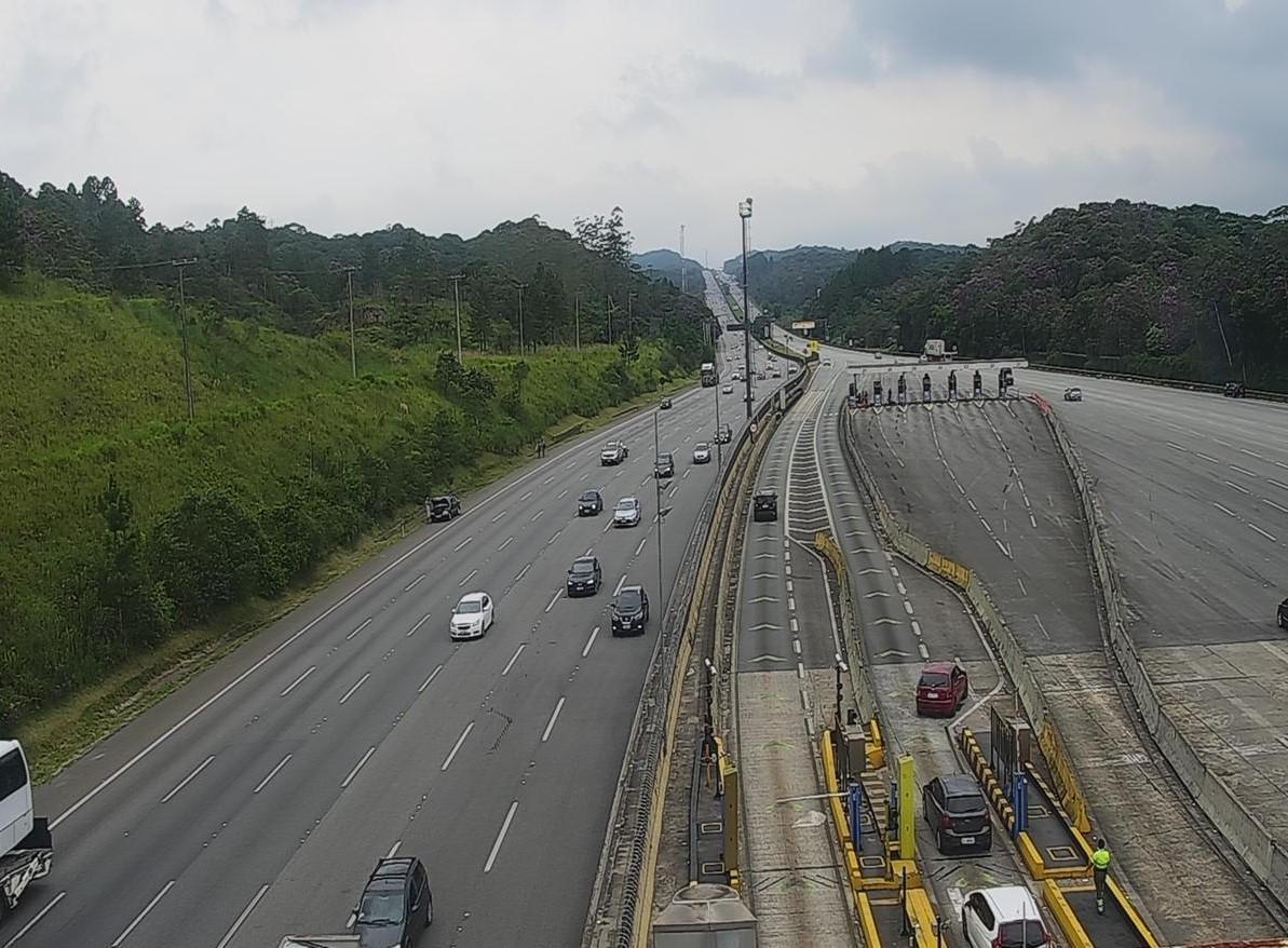 Em feriado prolongado na Capital, mais de 218 mil veículos descem com destino ao litoral de SP