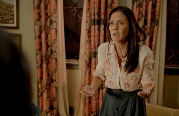 No sábado (25), Thelma (Adriana Esteves) decidirá ir para Portugal com Gabo (Felipe Duarte) (Foto: Reprodução)